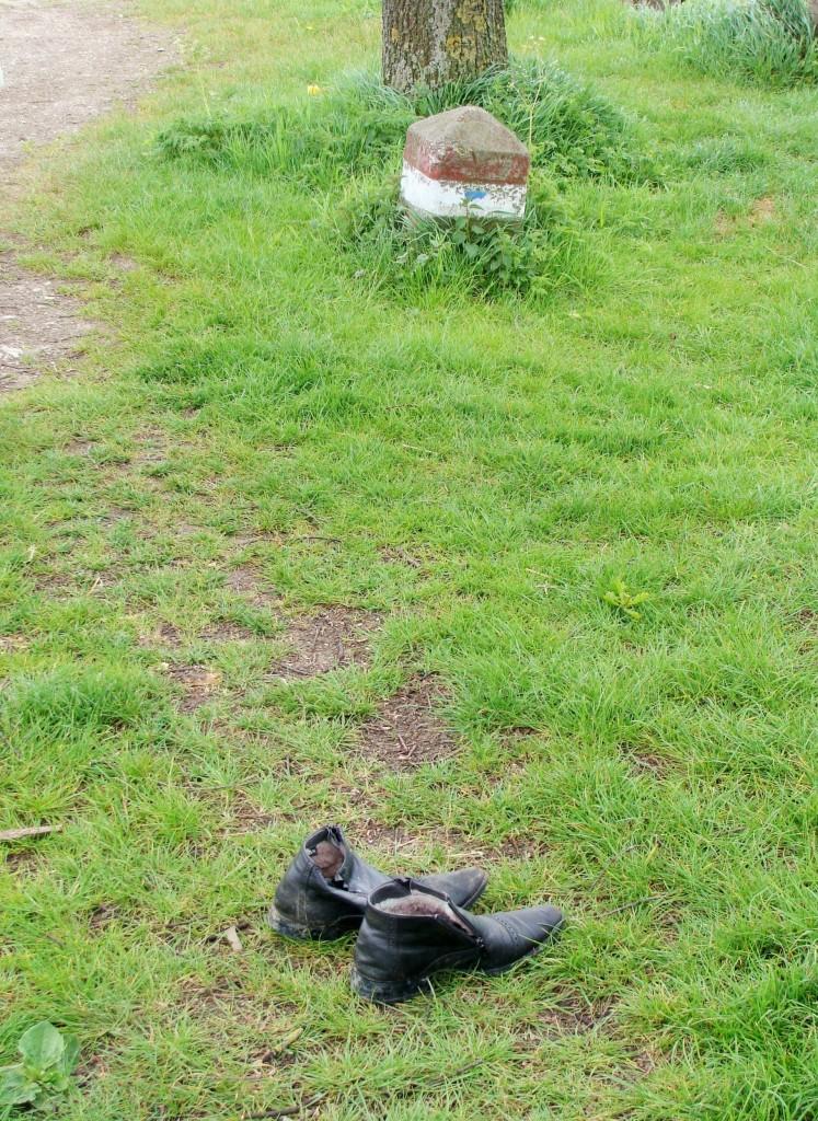 Schuhe Wegesrand
