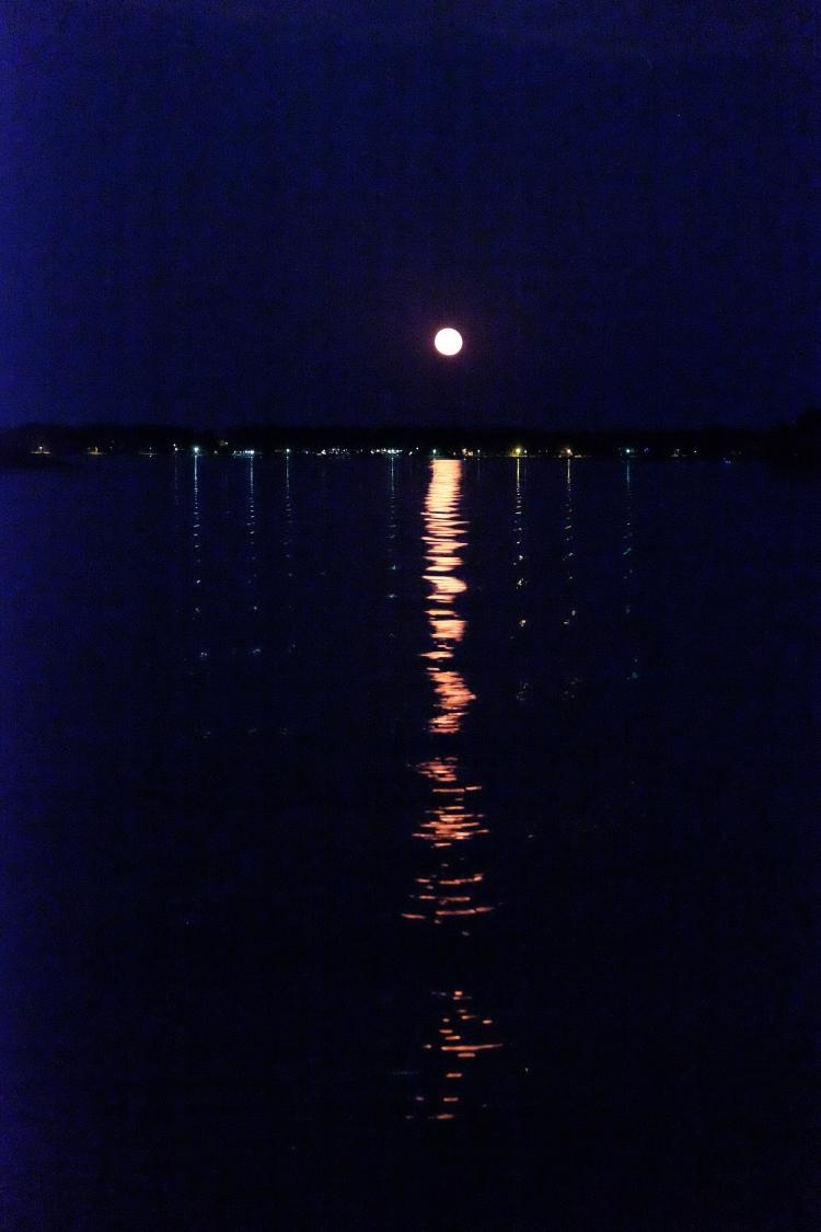 Mond Meer nachts